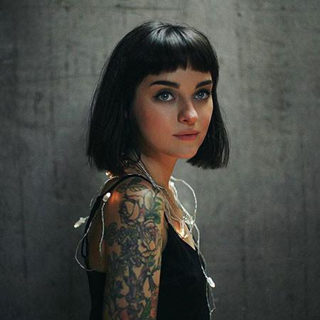 Medium-Short-Hair Chic Short Haircuts with Bangs