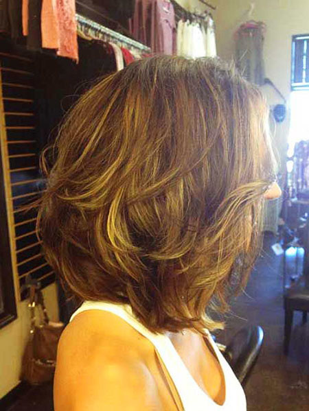 Shoulder-Length-Highlighted-Blonde Best Layered Bob Hairstyles