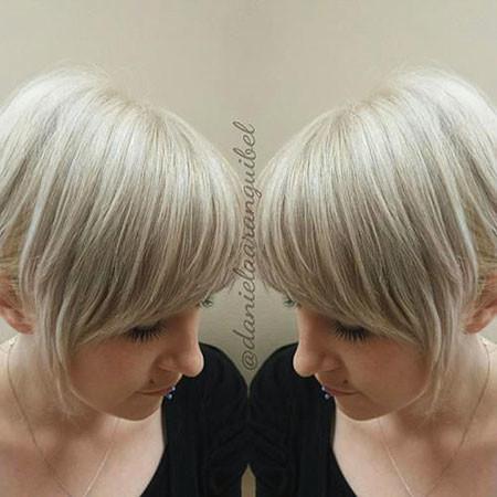 18-Short-Blonde-Hair-with-Bangs-631 Short Blonde Hair with Bangs