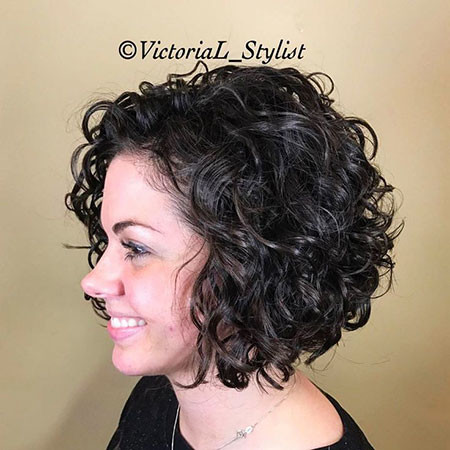 29-Short-Curly-Bob-474 Short Curly Hairstyles for Women