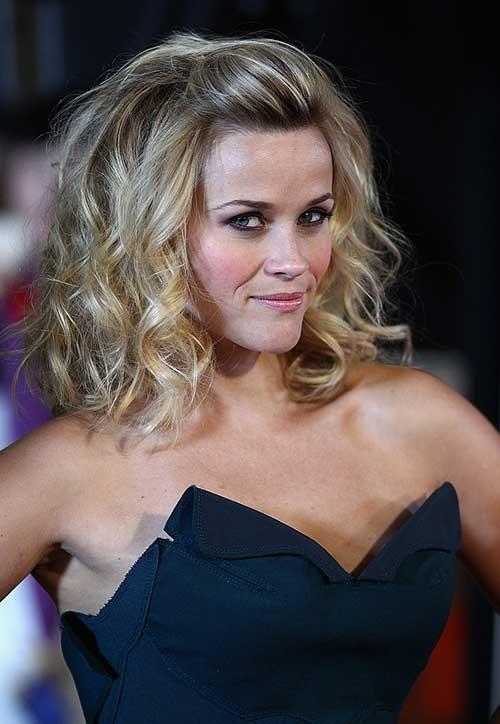 Blonde-Medium-Short-Length-Haircut-for-Wavy-Hair Short Medium Length Haircuts