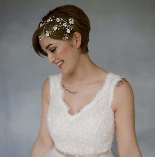 Short-Wedding-Hair-with-Accessory Most Beautiful Short Hairstyles for Weddings