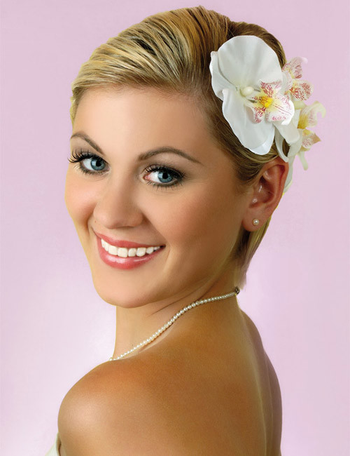 short-hair-with-flowers-for-wedding Best Wedding Hairstyles for Short Hair