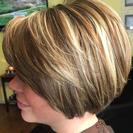23-Short-Layered-Bobs-2018-782 Short Layered Haircuts