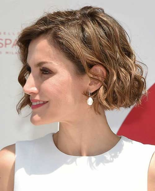 Cute-Wavy-Hair Best Curly Short Hairstyles