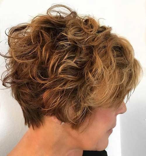 Graduated-Curly-Short-Hair-2018 Best Curly Short Hairstyles