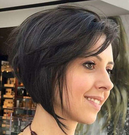 Angled-Layered-Bob Trendy Short Hairstyles 2019
