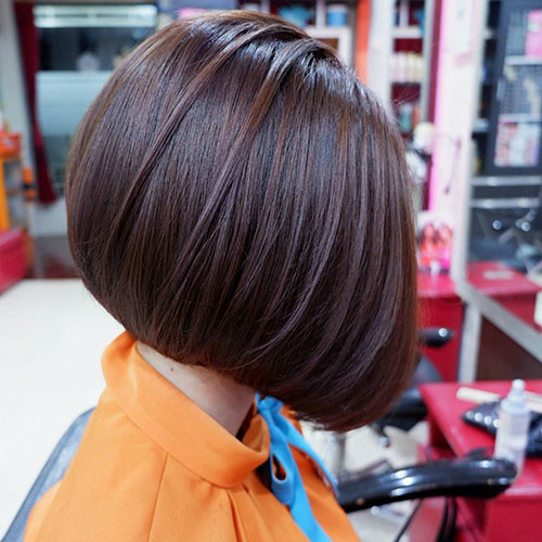 Dark-Bob-Hairstyle Popular Short Haircuts 2018 – 2019