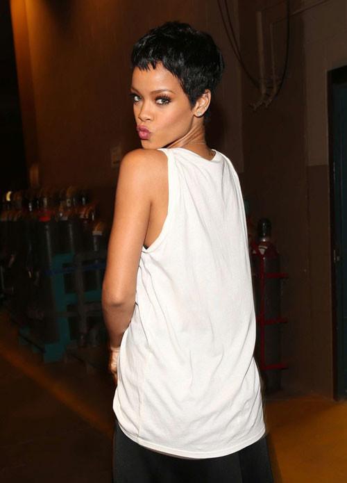 Rihanna-very-short-hair Best Black Short Hairstyles for Women