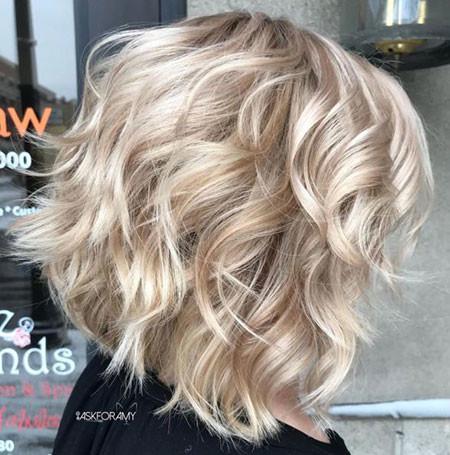 Short-Blonde-Layered-Hair Popular Short Haircuts 2018 – 2019