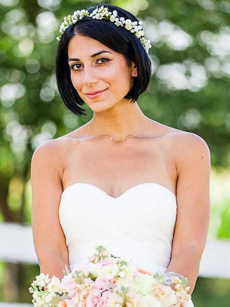Short-Bob-Hair-with-Flower-Headband Wedding Hairstyles for Short Hair