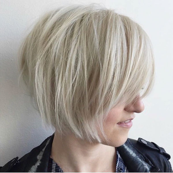 Short-Layered-Straight-Hair-with-Bangs Short Straight Hairstyles 2019