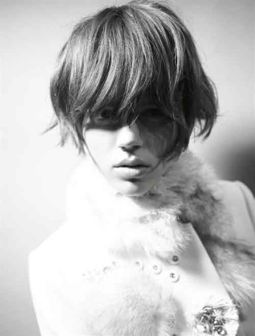 Short-haircuts-with-bangs Best Short Haircuts for Oval Faces