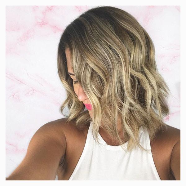 17-short-wavy-hairstyles-ash-blonde Best Short Wavy Hair Ideas in 2019