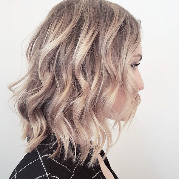 18-short-haircuts-for-wavy-hair-blonde-highlights Best Short Wavy Hair Ideas in 2019