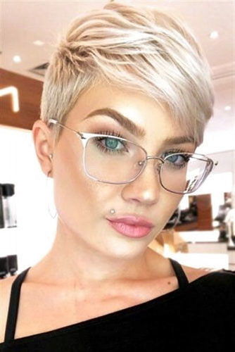 36-pixie-cut-with-side-swept-bangs Best New Short Hair with Side Swept Bangs