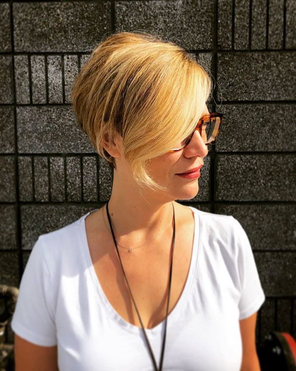 Blonde-Classy-Pixie-for-Business-Ladies New Short Blonde Hairstyles