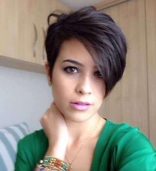 Casualy-Short-Hair Stylish Pixie Haircuts Every Women Should See