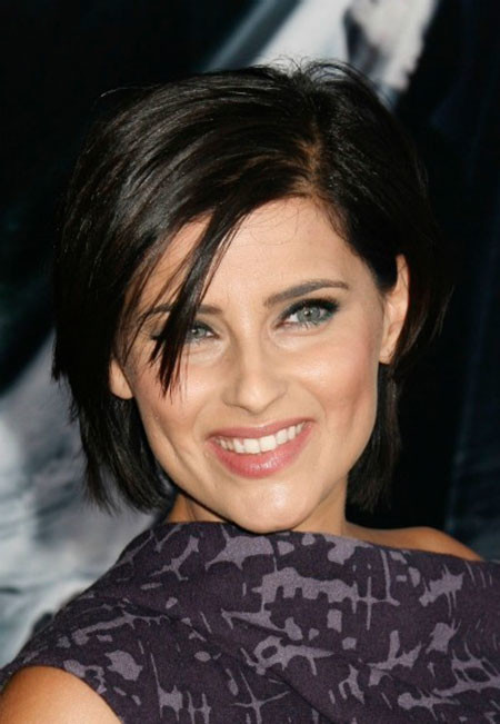 Cute-Short-Hairdo-with-Short-Bangs Popular Short Straight Hairstyles