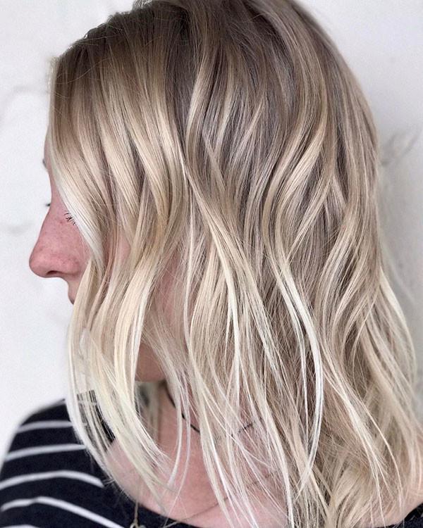 Medium-Wavy-Bob Popular Short Hairstyles for Fine Hair