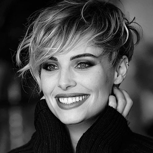 Messy-Pixie-Cut Best New Short Hair with Side Swept Bangs