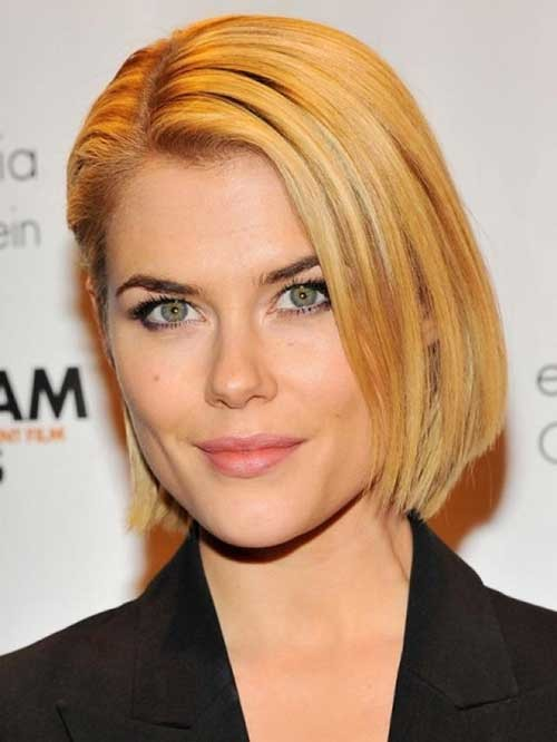 Rachael-Taylor-Side-Parted-Hairstyle-for-Fine-Hair Short Straight Hairstyles for Fine Hair