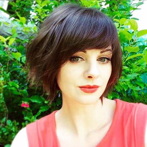 Round-Faces Best New Short Hair with Side Swept Bangs