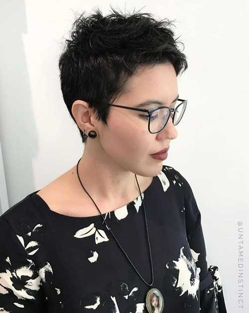 Short-Pixie-Haircut Best Short Fine Hairstyles Women 2019