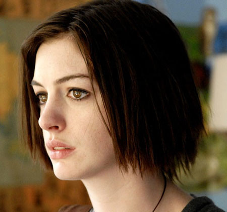 Side-Parted-Straight-Short-Hair Popular Short Straight Hairstyles