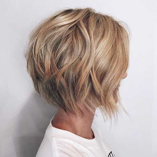 Wavy-Graduated-Bob-Haircut Amazing Graduated Bob Haircuts for Modern Ladies