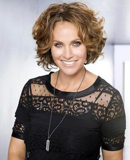 Classy-Look New Short Curly Haircuts