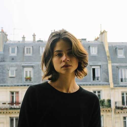 Messy-Natural-Look-Bob Really Adorable French Style Short Haircuts