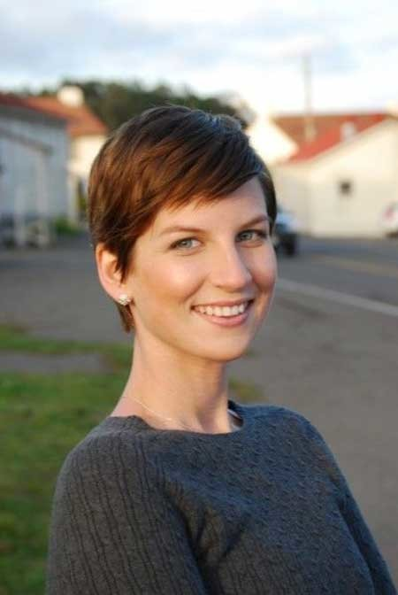 Simple-Pixie-Cut-with-Side-Swept-Bangs Short Pixie Cuts for Women