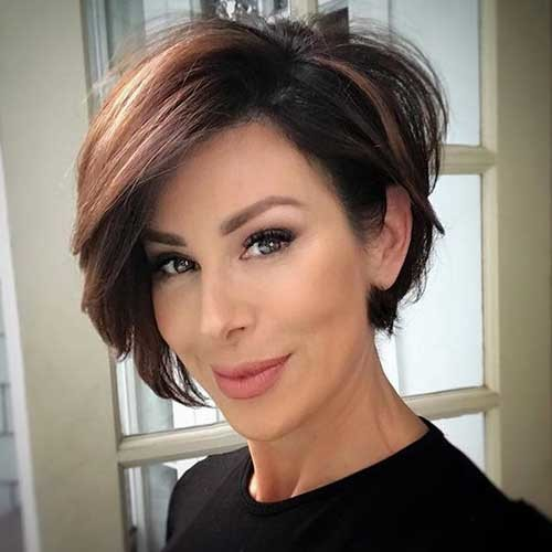 Asymmetrical-Short-Bob Flattering Layered Short Haircuts for Thick Hair
