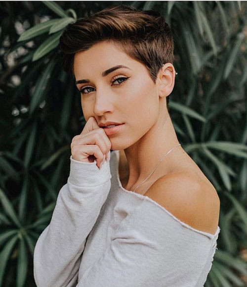 Casual-Haircut Short Brown Hairstyles for Fashionable Women