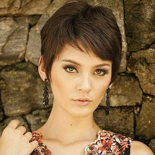 Casual-Pixie Chic Short Hair Ideas with Bangs