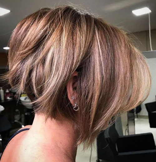 Cute-Dark-Brown-Bob-with-Blonde-Lights Trendy Hair Colors for Short Hair for Ladies