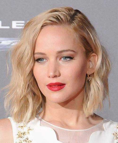 Jennifer-Lawrence-Blonde-Hair Eye-Catching Short Hairstyles in 2019 for Wavy Hair