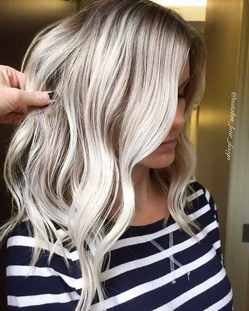 Mid-Lenght-Hair Striking Short Hair Ideas for Blondies