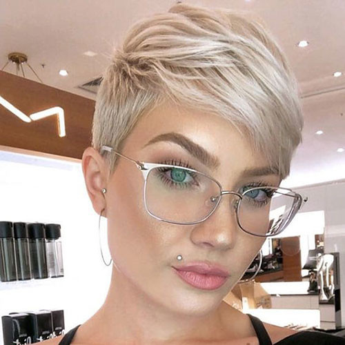 Pixie-Cut-with-Bangs Best Pixie Cuts for Blonde Hair