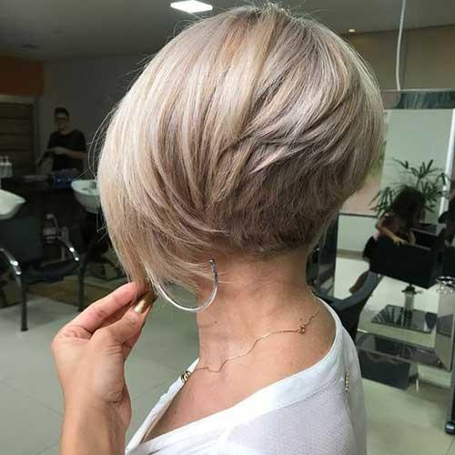 Short-Layered-Haircut-Thick-Hair Flattering Layered Short Haircuts for Thick Hair