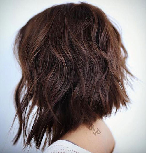 Short-Line-Haircut-for-Wavy-Hair Short Brown Hairstyles for Fashionable Women