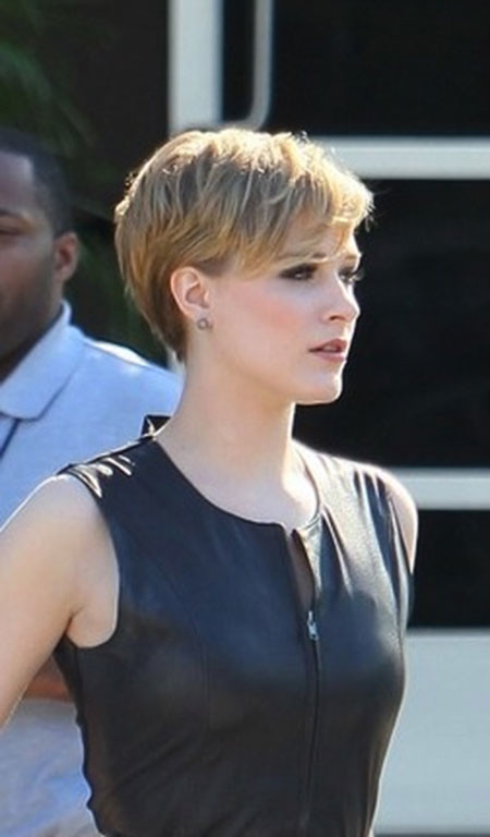 Short-Sexy-Layered-Pixie Best Celebrity Short Hairstyles