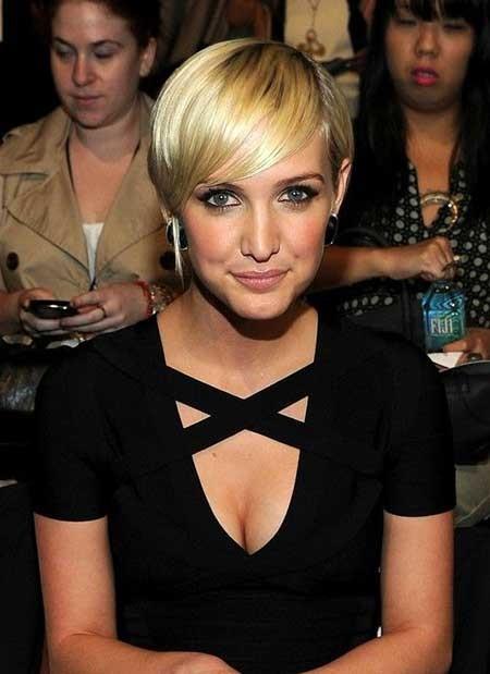 Short-simple-Straight-Blonde-Hairstyle Short blonde hairstyles