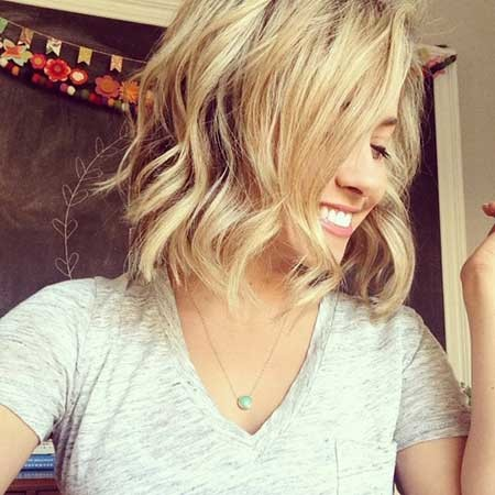 Simple-Medium-Length-Wavy-Hairstyle The Best Wavy Hairstyles for Short Hair