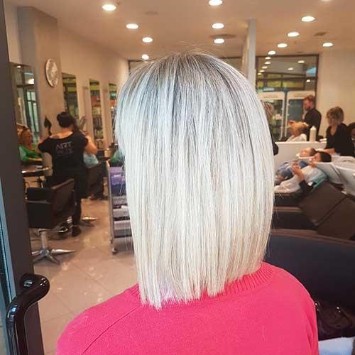 Straight-Bob Striking Short Hair Ideas for Blondies