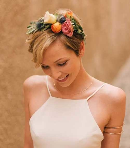 Very-Short-Hair-with-Flower-Crown Best Short Hairstyles for Wedding You Should See