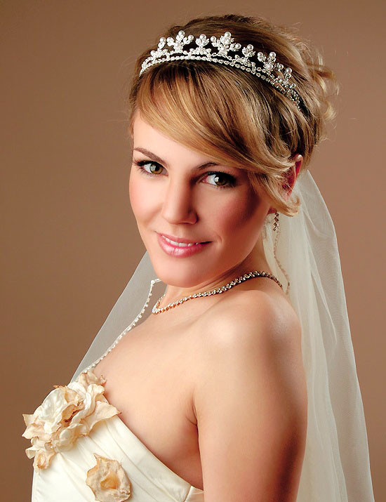 Wedding-hairstyles-for-short-hair-with-tiara Short Wedding Hair Ideas