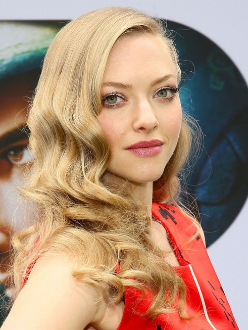 2014-Amanda-Seyfried-Hairstyles-–-Long-Curly-Hairstyle-for-Prom Top 100 Celebrity Hairstyles 2019