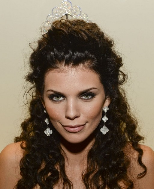 2014-AnnaLynne-McCord-Hairstyles-Half-Up-Half-Down-Hairstyle-for-Curly-Hair Top 100 Celebrity Hairstyles 2019